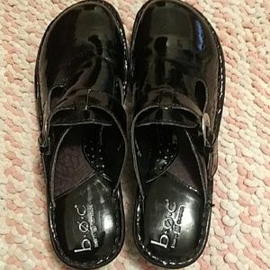 b.o.c. black shiny slipons